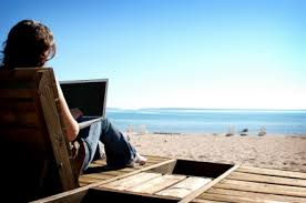 laptopat the beach